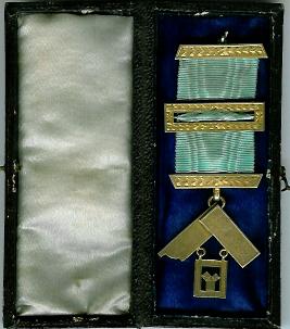 TH455 Miniature Past Masters jewel-0