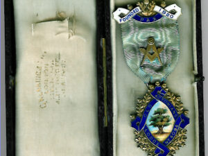 TH451-4094 Old Actonians Lodge No. 4094 Founders Jewel silver.-0