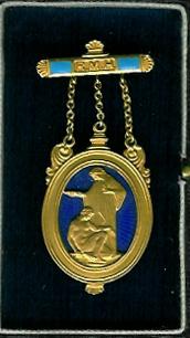 TH348a 1932 Royal Masonic Hospital 9ct. gold Governor's RMH jewel original box.-0