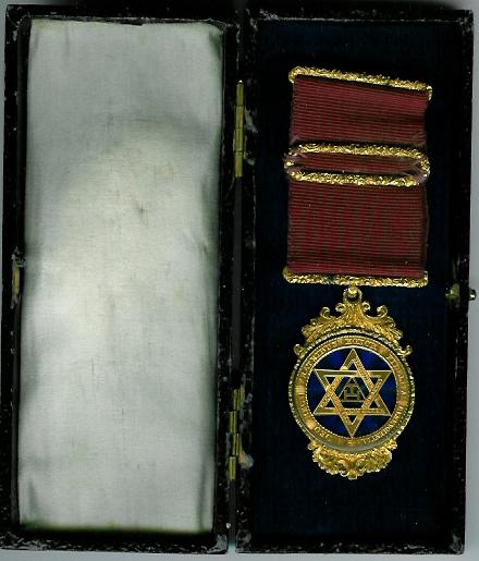 TH606 A really nice medium size Royal Arch Member's watch-case jewel original case.-0