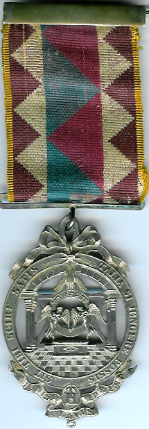 TH603 Scottish Royal Arch jewel circa 1840 with two columns and an alter in the centre and a six pointed star behind.-0